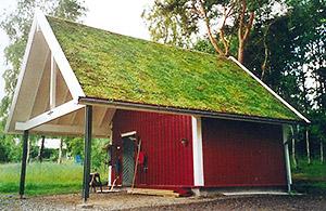 А насколько красиво и стильно смотрятся озелененные крыши беседок, бань и гаражей! дает озелененная кровля...
