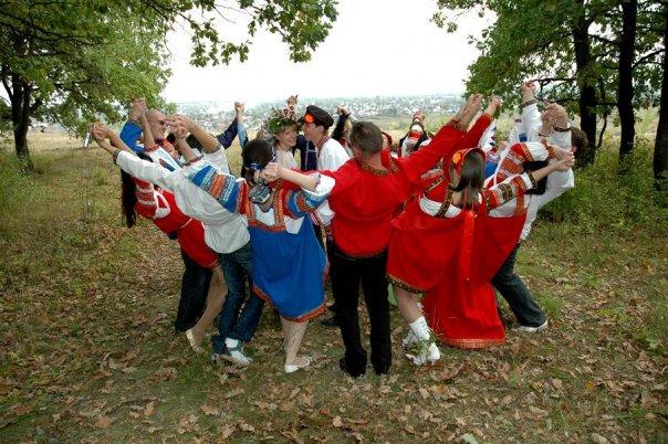 ...бесплодие - на очередную годовщину свадьбы (день свадьбы) проведите свадебный обряд по-русски ( по-казачьи...